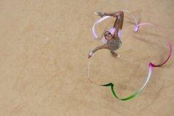 Untouchable Kanaeva defends rhythmic gold
