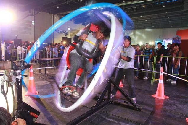 A visitor tries a spinning wheel at Thailand Game Show 2013, held at BITEC Bang Na. Photo by Somchai Poomlard.