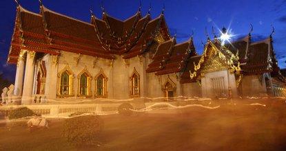 Wian Tian ceremony at Wat Benjamabophit