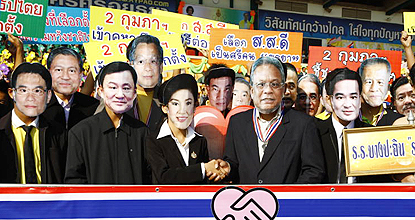 High school students in Ayutthaya wear masks of famous politicians and get together to promote reconciliation. (Photo by Sunthon Pongpao)