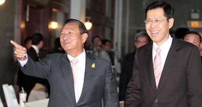 Election Commission chairman Supachai Somcharoen, left, and caretaker Deputy Prime Minister Pongthep Thepkanchana react to reporters after ending talks on the Feb 2 election at the Army Club on Tuesday.