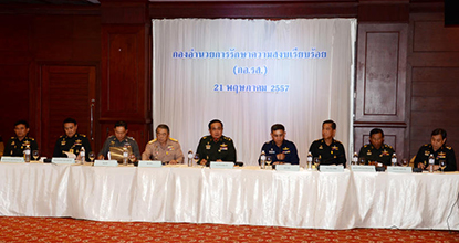 Army chief Gen Prayuth Chan-ocha, centre, chairs a meeting aimed at resolving the political crisis at the Army Club.