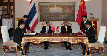 Chinese Premier Li Keqiang arrives in Bangkok to witness the signing of two agreements including a train project.
