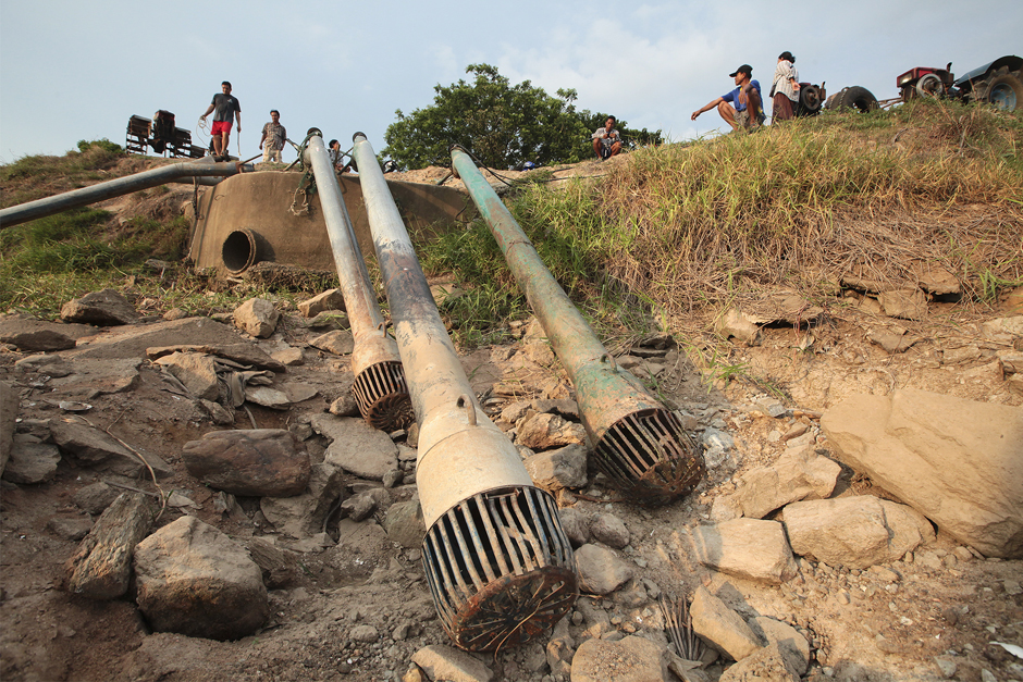 Water pumps are left unused in tambon Nong Phak Nak in Sam Chuk district. The office is regulating the water flow to cope with drought. Photo by Patipat Janthong.
