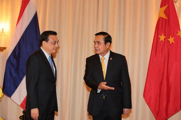 Prime Minister Prayut Chan-o-cha welcomed Chinese Premier Li Keqiang at Government House late last year. (Photo by Chanat Katanyu)