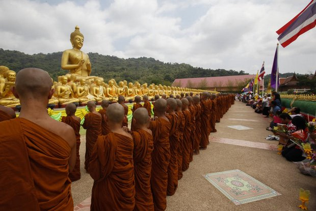 Earlier this month, Buddhists around the country performed wian thian ceremonies for Makha Bucha Day. On Tuesday, many of the clergy and lay people will protest plans for change by the National Reform Council. (Photo by  Pattarapong Chatpattarasill)