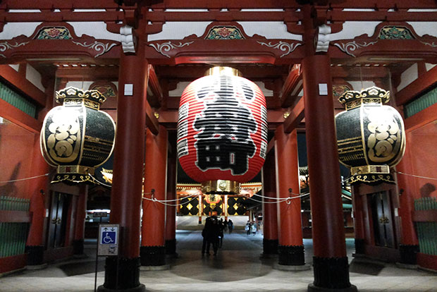 A general night view of top tourist attraction Senso-ji Temple in Tokyo's Asakusa area. (Photo by Suphaphan Plengmaneepun)