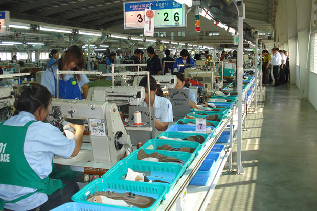 Workers sew at Ecco's now-defunct Phichit plant before the company looked to consolidate in November 2013. Ecco offered labourers the choice of moving to work at its main plant in Ayutthaya province. (Bangkok Post file photo)