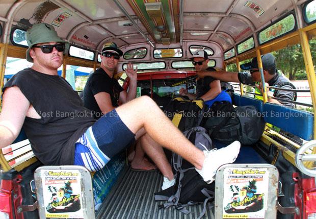 Tourists arrive on Koh Samui on Sunday to join the Songkran celebration. (Photo by Thanarak Khunton)