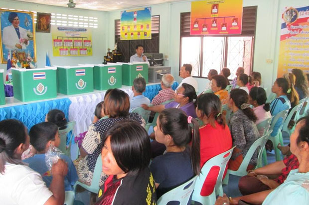 People in Moo 3 village of Plai Phraya district, Krabi, held a referendum on April 10 to reject a True Corp mobile-phone cell tower. (NBTC photo)