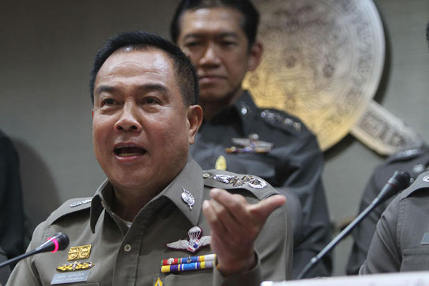 National police chief Somyot Pumpunmuang issues an order to transfer six senior police in Ubon Ratchathani following a raid on a gambling den allegedly operated by influential figures and men in uniform. (Bangkok Post photo)