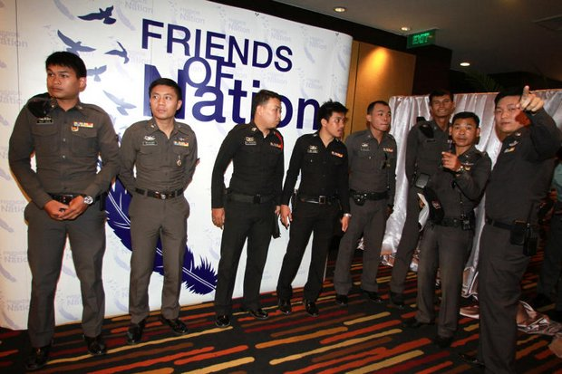 Police had to get between the two sides as executives of Nation Multimedia Group barred shareholders representing News Network Corp (Spring News) from a meeting considering board changes. (Photo by Thanarak Khunton)