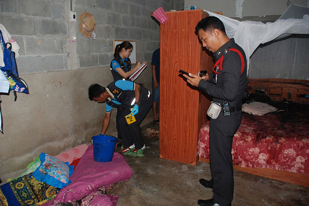 Police and forensic officers inspect the house of a village head in Sikao district of Trang after he was killed with acid on May 2. (Photo by Methee Muangkaew)