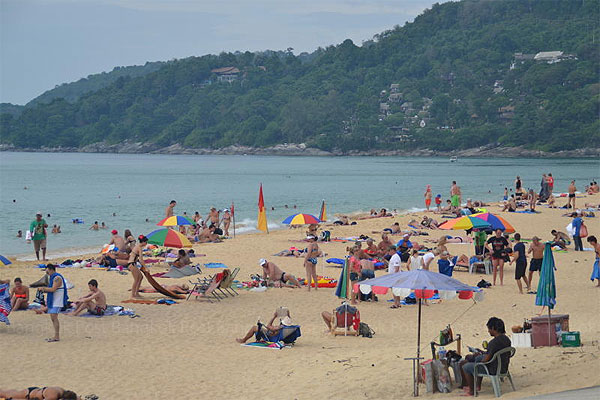 Foreign tourists relax on the beach in Phuket, a popular destination in southern Thailand. Small hotels in the province are struggling despite a nascent rebound in tourism.(Photo by Achataya Chuenrinan)