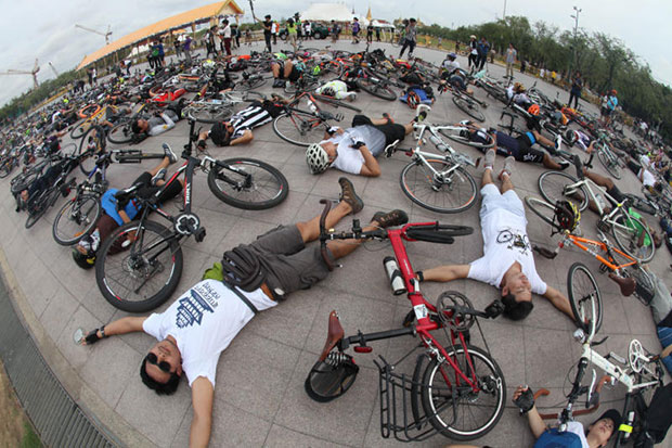 Cyclists performs a mass death planking to symbolise their demands for safe ride on the streets at Sanam Luang on Saturday. (Photo by Thiti Wannamontha)