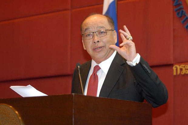 Surapong Tovichakchaikul holds a press conference at the Foreign Ministry on Nov 8, 2012 when he was foreign minister. (Bangkok Post file photo)