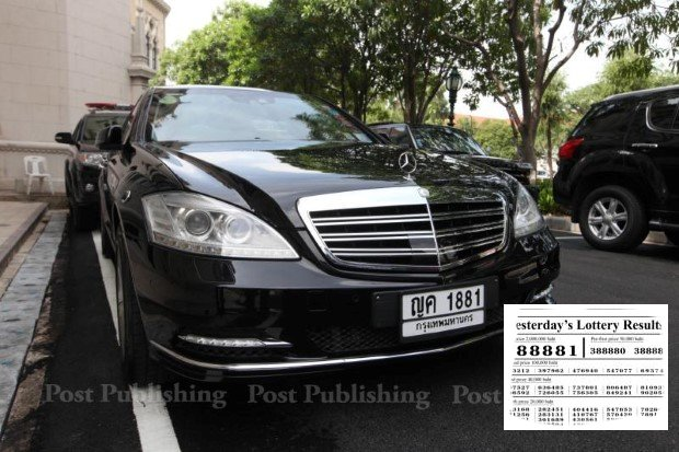 The last three digits of the prime minister's main limousine matched the winning lottery number in the most recent drawing. (Bangkok Post photos)