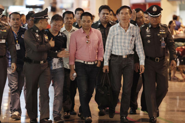 Gay rights activist Nathee Teerarojanapong (second from right), Thana Wongkham (centre) and Somchai Sirilertsuwan (black T-shirt) are among the Ufun pyramid scheme suspects who will face more charges related to transnational crime. (Photo by Pattanapong Hirunard)