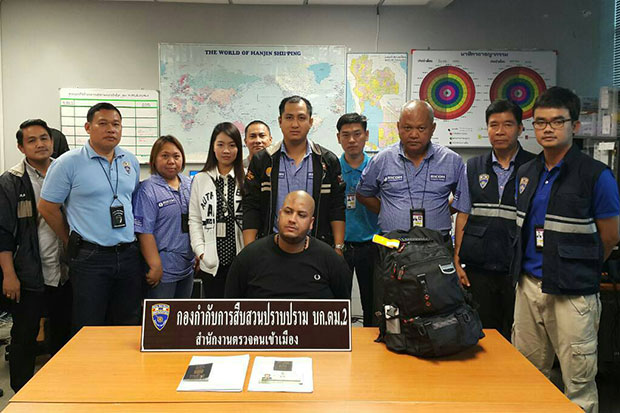 Immigration police have sharged Saif Anbagi from Iraq (seated) with illegal entry into Thailand.(Photo by Sutthiwit Chayutworakan)