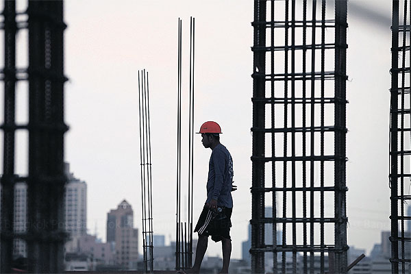 A worker at a condominium construction site in Bangkok. Business operators like the idea of a floating daily wage based on growth in a province and labour skills. PATIPAT JANTHONG