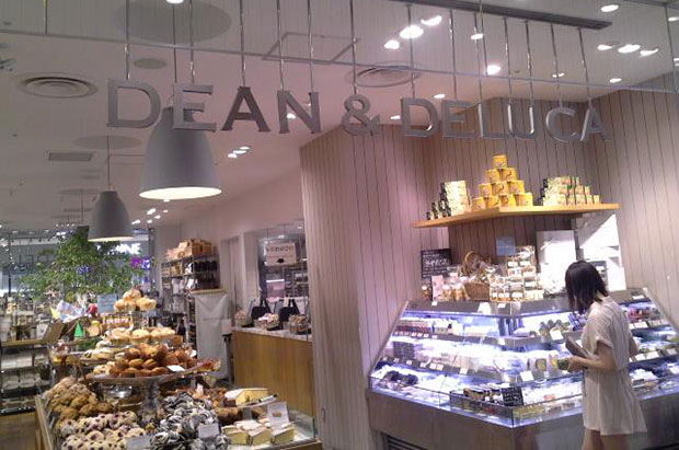 A woman looks at available products in Dean & Deluca cafe in Shinjuku. (Photo by Nittaya Nattayai)