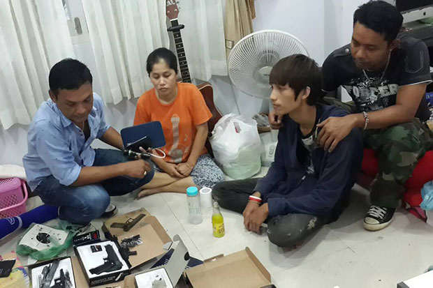 A police officer interrogates Watcharaporn sae Lim (second from right) about the guns he modified for sale on Facebook during a search at his house in Surat Thani. (Photo by Supapong Chaolan)