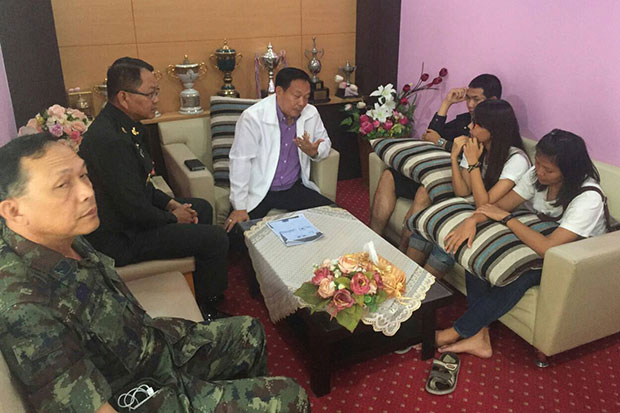 Three law students from Khon Kaen University are lectured by military officials at Sripatcharin military camp on Friday. (Photo by Jakkrapan Nathanri)