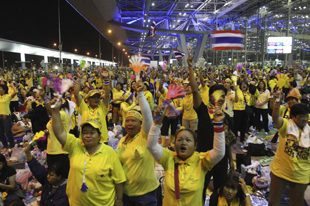 Yellow-shirt supporters gathered at Suvarnabhumi airport in September 2008. (Bangkok Post file photo)