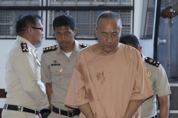 Convicted former CIB chief  chief Pongpat Chayapan is taken to the Criminal Court on Wednesday to hear the ruling in the seventh charge brought against him. (Photo by Pattanapong Hirunard)