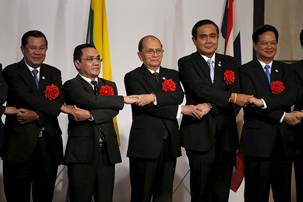 (Left to right) Cambodia's Prime Minister Hun Sen, Laos' Prime Minister Thongsing Thammavong, Myanmar's President Thein Sein, Thailand's Prime Minister Prayut Chan-o-cha and Vietnam's Prime Minister Nguyen Tan Dung pose during a photo session at the Mekong-Five Economic Forum hosted by Japan External Trade Organization in Tokyo July 3. (Reuters photo)