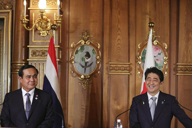 Japanese Prime Minister Shinzo Abe (right) smiles with Prime Minister Prayuth Chan-o-cha during a joint news conference on the sidelines of seventh Mekong-Japan Summit at the Akasaka State Guest House in Tokyo on Saturday. (Reuters photo)