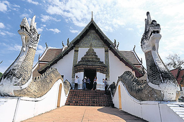 Wat Phumin, the most popular temple in Nan province, appears to have been built on the back of two giant serpents. This royal temple was built by the ruler of Nan, Prachao Chetabut Phrommin, in 1596.