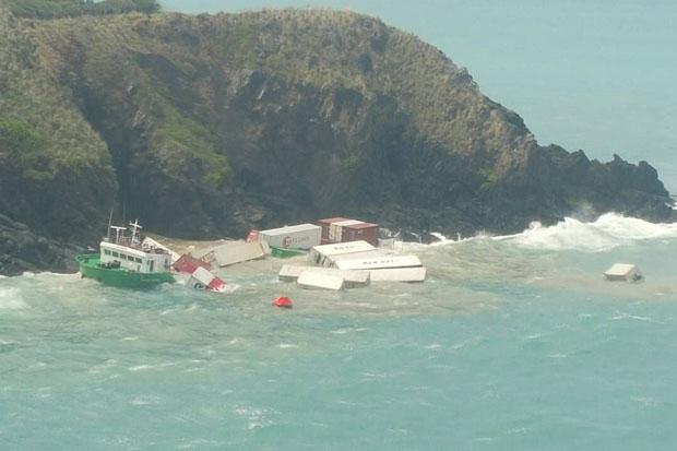 The Cambodian-registered container ship Sinaran Andaman was driven onto shoreline rocks and sank at Koh Hae near Phuket on Wednesday. (Photo by Achadtaya Chuenniran)