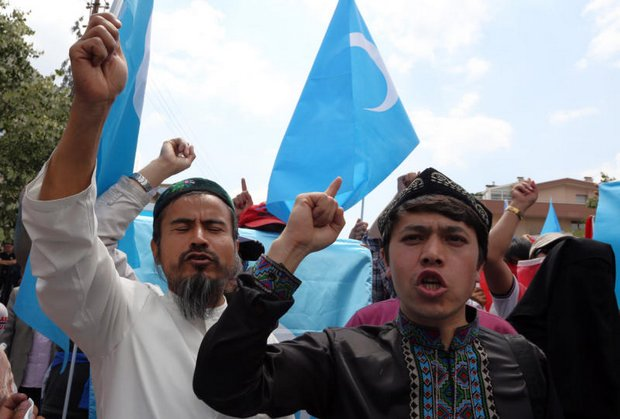 A group of Uighur protested outside the Thai embassy in Ankara on Thursday after the government forced about 100 Uighur migrants back to China. (AP photo)