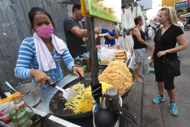 Street food is one factor that keeps Bangkok among the world's best cities in the eyes of tourists. (Photo by Patipat Janthong)