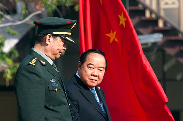 China's Defence Minister Chang Wanquan (left) is accompanied by Defence Minister Prawit Wongsuwon as he reviews a guard of honour during his visit to Thailand on Feb 6, 2015. (Reuters photo)