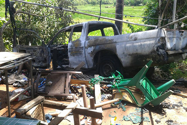 The wreckage of a burned-out pickup truck in which two soldiers died in an by militants in Rueso district of Narathiwat province on Thursday. (Bangkok Post photo)
