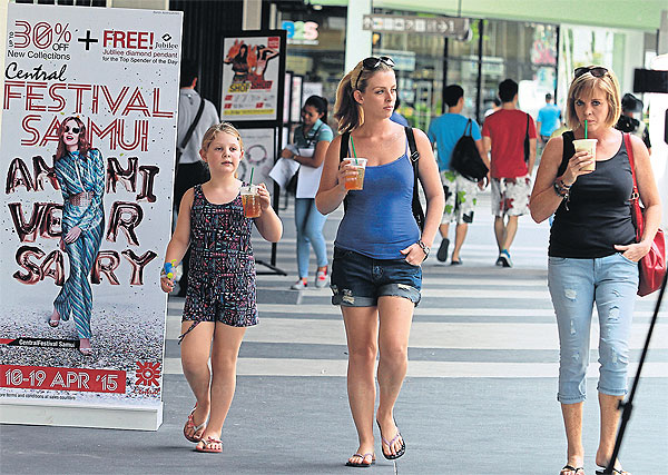 The better-than-expected tourism sector will help boost the Thai economy in 2015. (Bangkok Post file photo)
