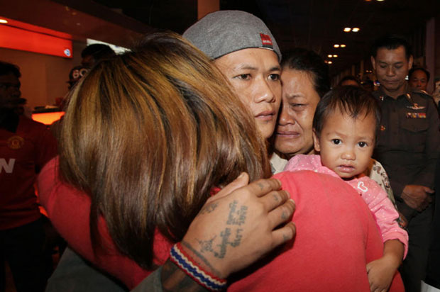 One of the 69 Thai fishermen reunites with his family. The 69 Thais were arrested and charged with trespassing in Indonesia before being brought home by Thai authorities. (Photo by Apichit Jinakul)