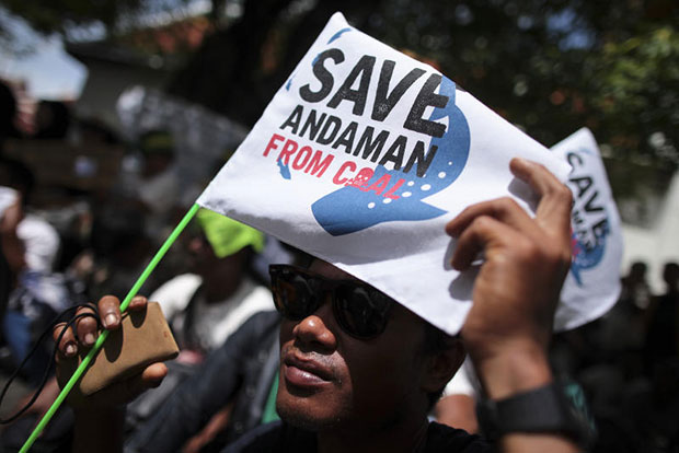 Protesters in late July oppose the construction of the coal-fired power plant in Krabi. (Bangkok Post file photo)