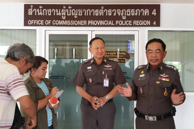 Pol Lt Gen Boonlert Jaipradit, right, commissioner of Provincial Police Region 4, discusses the plight of heavily indebted officers in Khon Kaen on Friday. (Photo by Chakrapan Nathanri)