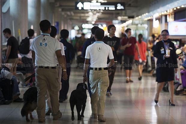 Security authorities with sniffer dogs patrol Bangkok's Suvarnabhumi airport on Tuesday. (Photo by Pawat Laopaisarntaksin)