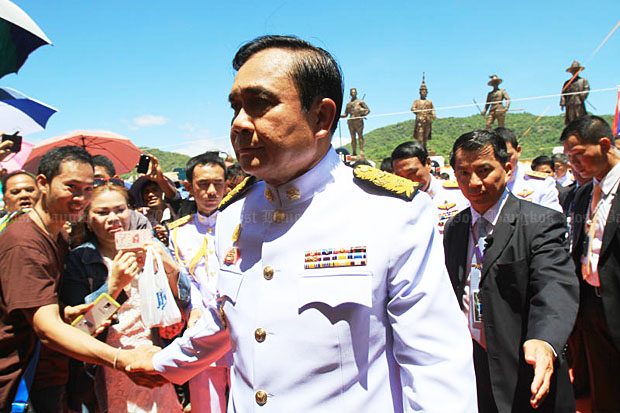 Prime Minister Prayut Chan-o-cha in Prachuap Khiri Khan on Wednesday advises the Bangkok bombers to surrender for their own safety. (Photo by Tawatchai Kemgumnerd)