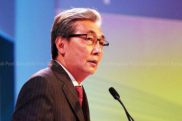 Somkid Jatusripitak delivers a keynote speech for Saha Group Fair at the Queen Sirikit Convention Center on June 27, 2015. (Post Today photo)