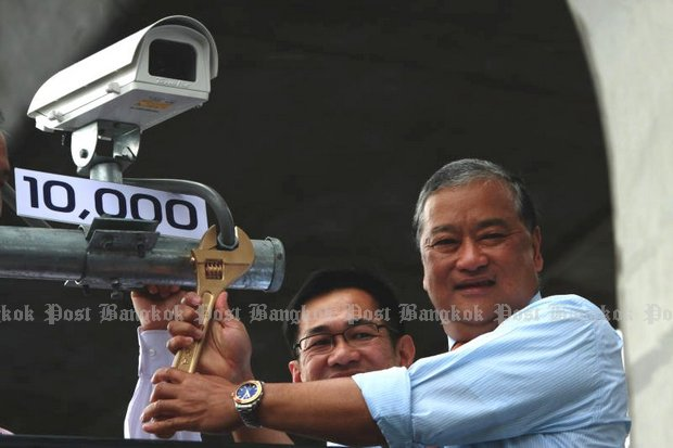 In June, 2011, Bangkok Governor MR Sukhumbhand Paribatra installed the 10,000th closed-circuit TV camera at Victory Monument, and more have been added. But as police revealed Monday, many are fake or faulty, with 15 of the 20 CCTV cameras along the route of the fleeing Erawan shrine bomber unable to capture helpful video. (Bangkok Post file photos)