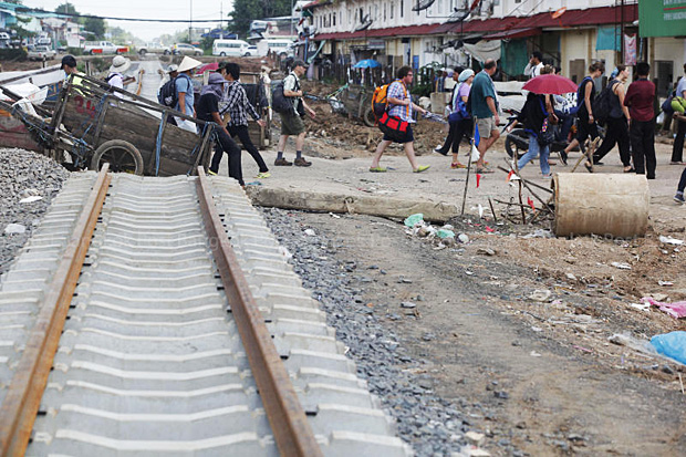 A file photo on July 25, 2014, shows new tracks being built by the State Railway of Thailand from Aranyaprathet station to Ban Khlong Luek at the border with Cambodia. (Photo by Pattanapong Hirunard)
