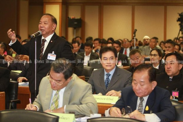Former MP for Chiang Rai Samart Kaewmeechai, seen in this file photo speaking at a meeting called last February by the Constitution Drafting Committee, has formally registered the Pheu Thai Party's opposition to the proposed charter. (Photo by Thanarak Khunton)