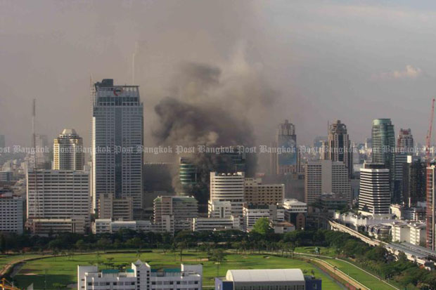 Smoke billows from the CentralWorld shopping centre at Ratchaprasong intersection in Bangkok in May 2010. Arsonists set fire to the shopping centre shortly after the surrender of red-shirt leaders. (Photo by Thiti Wannamontha)
