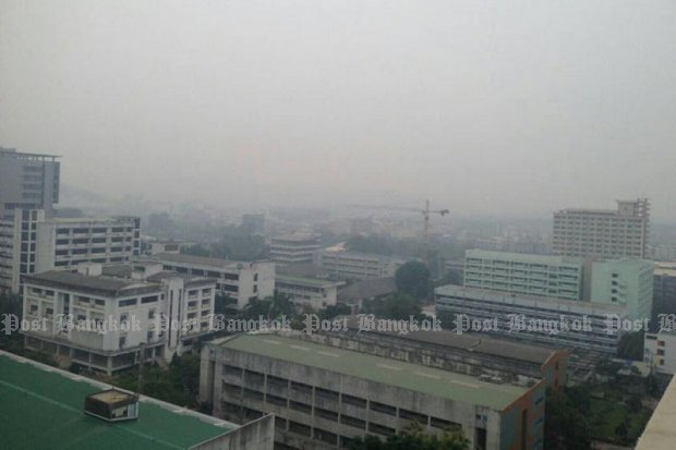 Indonesian fires have blown an unhealthy haze over Hat Yai (above) and Trang, with officials handing out face masks but advising residents to stay at home. (Photo by Wichayant Boonchote)