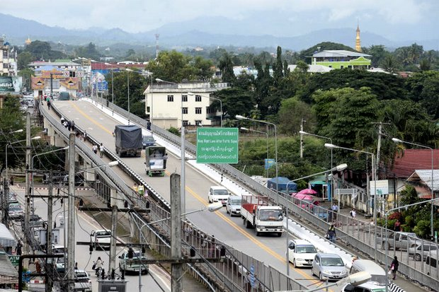 This bridge links Thailand's Mae Sot district in Tak province with Myanmar's Myawaddy. Cross-border trade between the nations could boost prosperity when special economic zones (SEZ) are set up but not everyone is impressed. (Photo by Patipat Janthong)